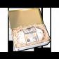 1000g Original Dresdner Christstollen ® in weißer Geschenkdose - geäffnet mit eingebettetem Stollen